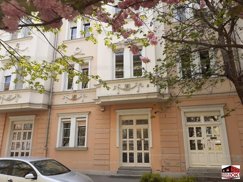 Szolnok, Damjanich utca 1.