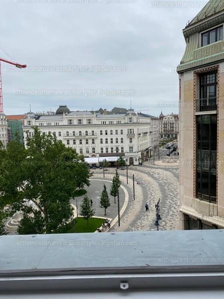 V. kerület, Vörösmarty tér 2.