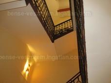 külön lépcsőház exkluzív anyagokkkal