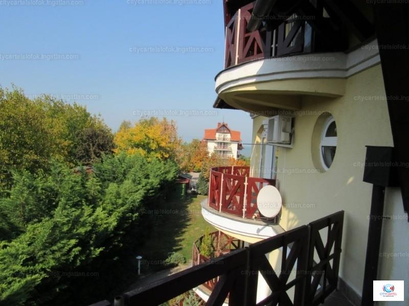 Ingatlan, eladó lakás, Balatonlelle, Központ